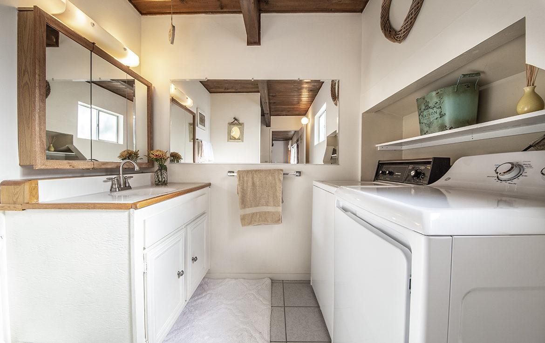 29400-lake-view-laundry-bath