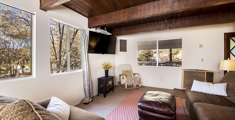 29400-lake-view-livingroom