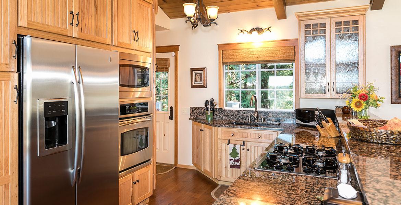 743-arth-dr-kitchen-counter