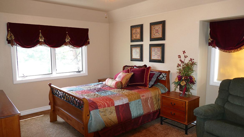 160-shorewood-bedroom2