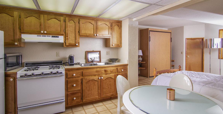 28025-peninsula-maids-quarters