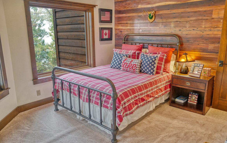 29130-bald-eagle-bedroom3
