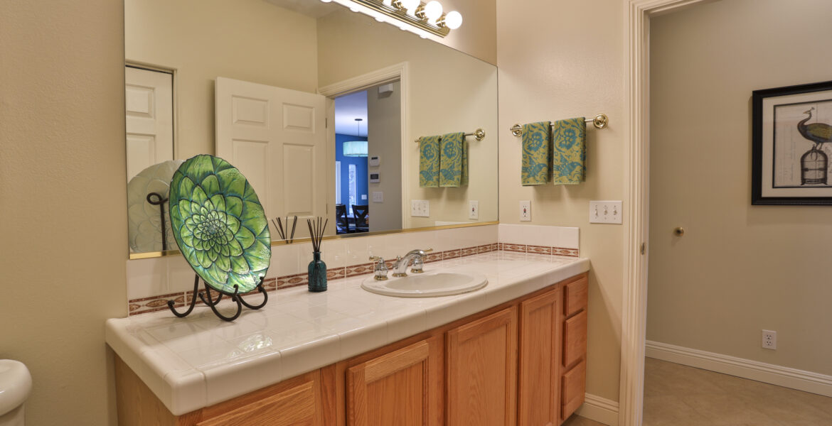 26492-spyglass-powder-room
