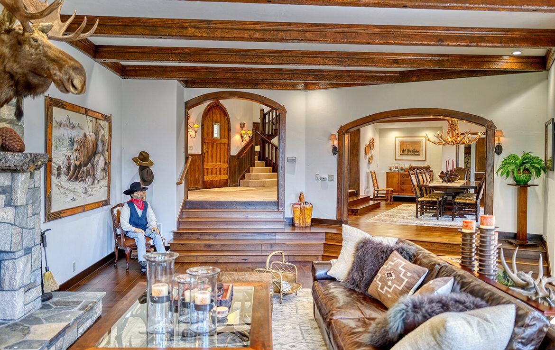 1484-canterbury-livingroom