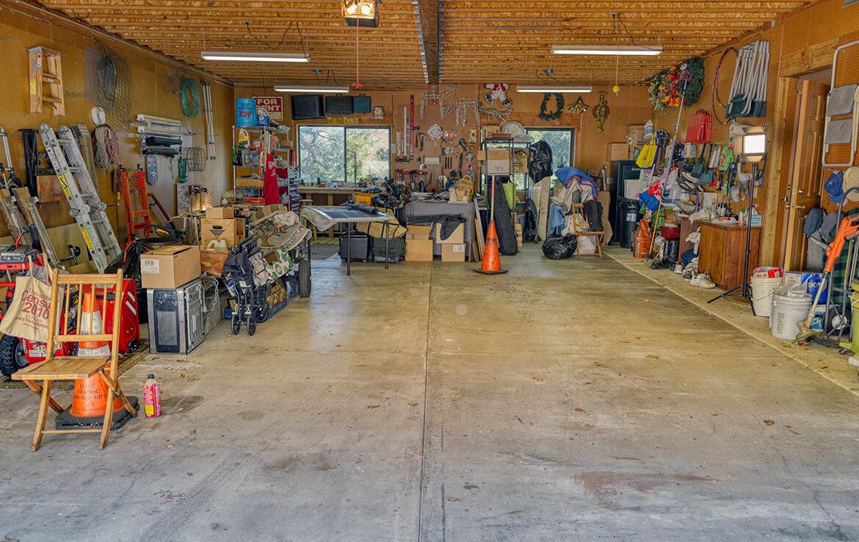 21775vista-garage1