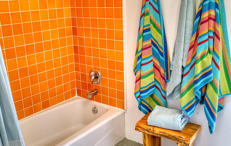 27090-st-hwy-189-bath2