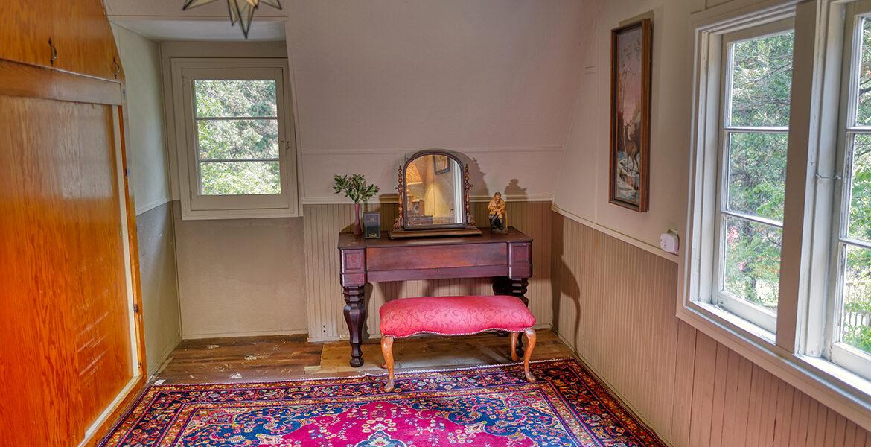 27090-st-hwy-189-bedroom2