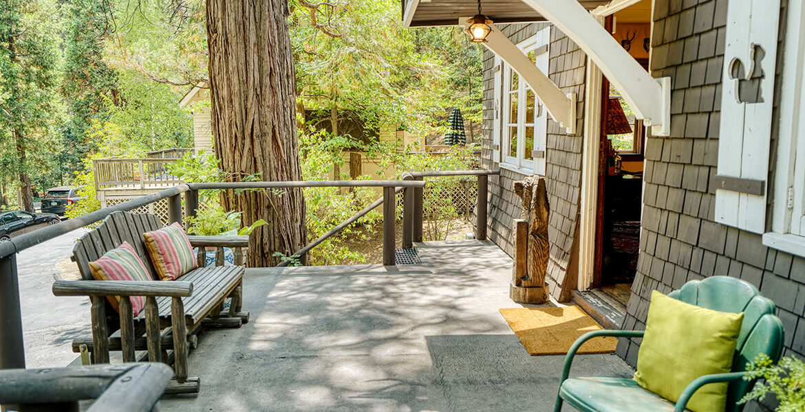 27090-st-hwy-189-frontporch