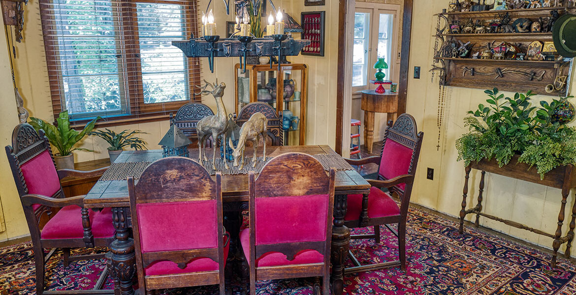 27090-st-hwy189-dining
