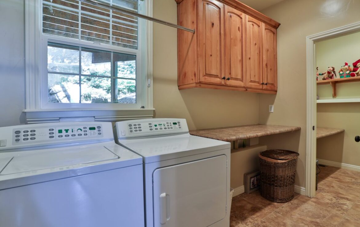 laundry-room-computer-suite-186-old-toll
